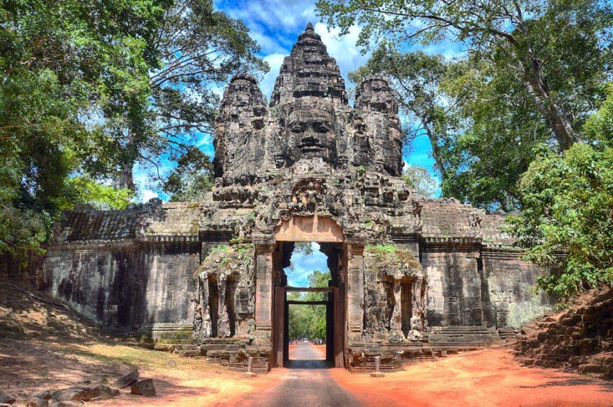 東南アジア最大級の石造建造物アンコール遺跡 ―石から探る遺跡の謎の解明―